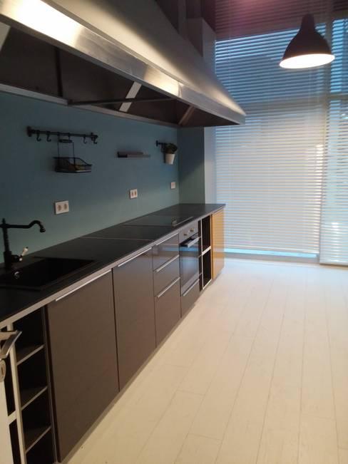 Pil Tasarım Mimarlik + Peyzaj Mimarligi + Ic Mimarlik – Kitchen after renovation:  tarz