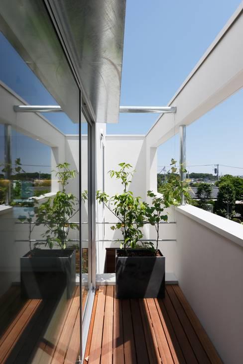 Terrazas de estilo  de アトリエ スピノザ