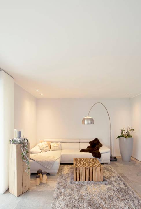 Living room by Architektur Jansen
