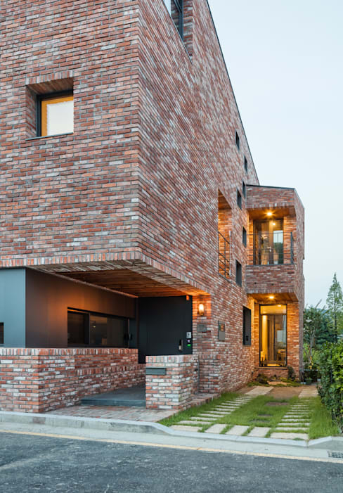 Rumah by aandd architecture and design lab.