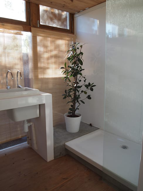 Bathroom by ABCDEstudio