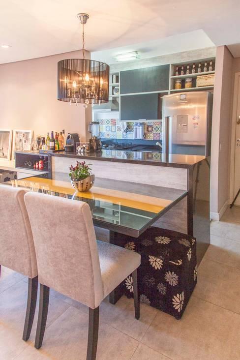 Apartamento Single - São Paulo - Brasil: Salas de jantar  por Arquitetura Ecológica