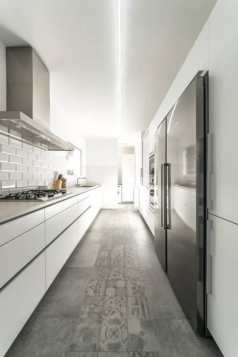 Projekty,  Kuchnia zaprojektowane przez 08023 Architects