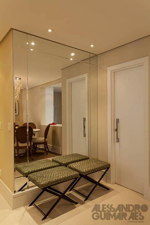 Martins Valente Arquitetura e Interioresが手掛けた玄関&廊下&階段