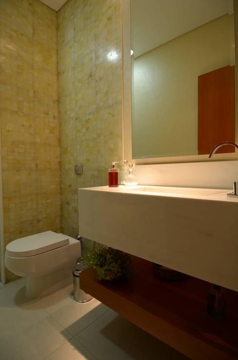 Lavabo: Banheiros  por Cabral Arquitetura Ltda.