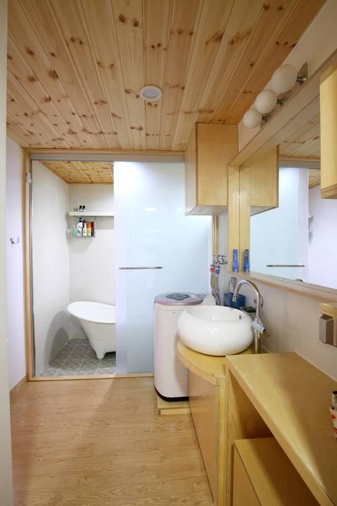 회현리 주택: 위드하임의  욕실