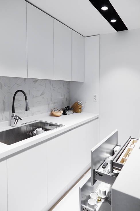 Кухни в . Автор – 샐러드보울 디자인 스튜디오