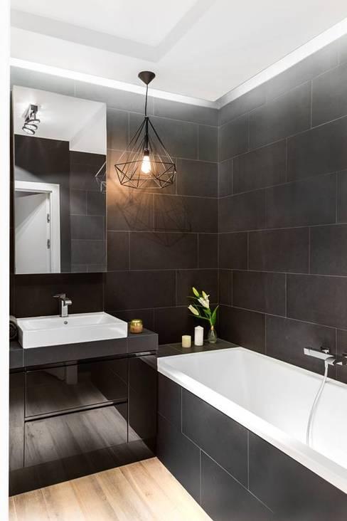 Zaskakujące połączenie stylów : styl , w kategorii Łazienka zaprojektowany przez Decoroom