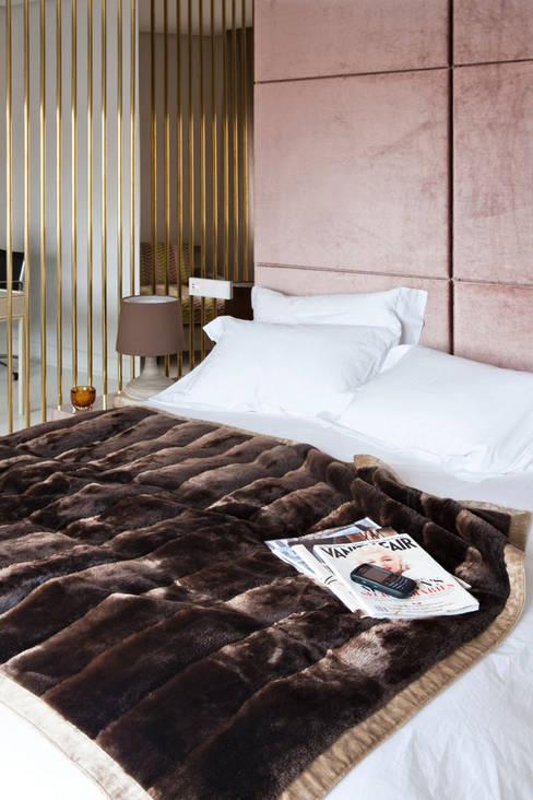 Dormitorios de estilo  por IN DESIGN Studio