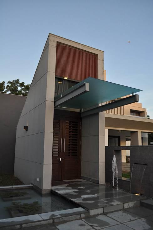 Casas de estilo  por Vipul Patel Architects