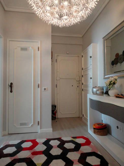 Corridor & hallway by Happy Ideas At Home - Arquitetura e Remodelação de Interiores