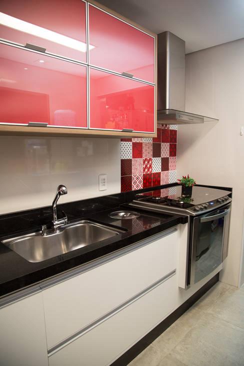 Apto 92m²: Cozinhas  por Andressa Saavedra Projetos e Detalhes