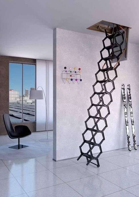 Projekty,  Korytarz, hol i schody zaprojektowane przez Rintal