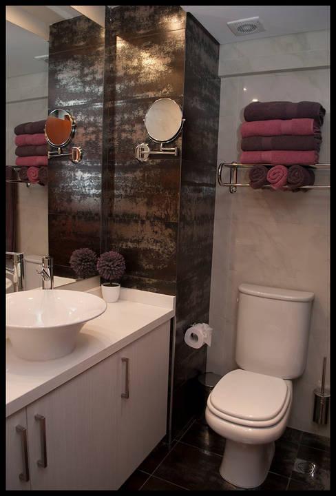 Baños de estilo  de Diseñadora Lucia Casanova