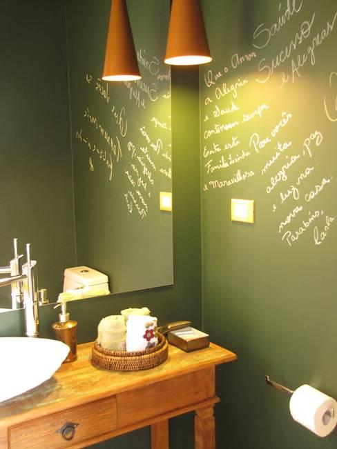 Casa de Campo - Atibaia  - SP : Banheiros  por Studio LK Arquitetura e Interiores
