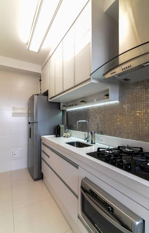 Projeto 70m² Mooca: Cozinhas  por RAFAEL SARDINHA ARQUITETURA E INTERIORES