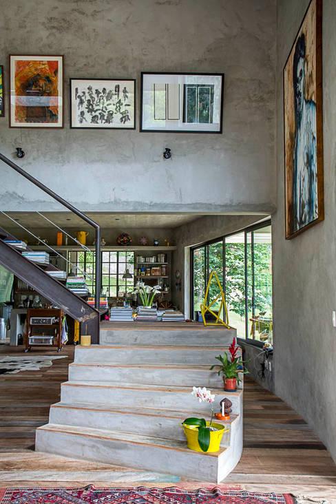 Pasillos y hall de entrada de estilo  por Carlos Salles Arquitetura e Interiores