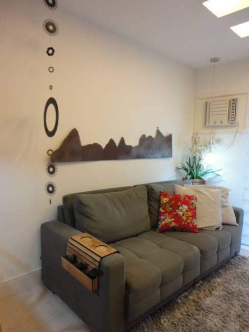 Living room by Maria Helena Torres Arquitetura e Design