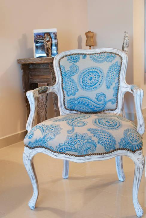 Salas de estilo  por Diseñadora Lucia Casanova