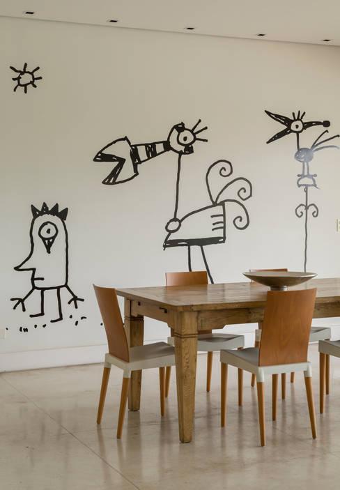 Palos Verde - Alta resolução: Salas de jantar  por Ximenes Leite Arquitetura Ltda.