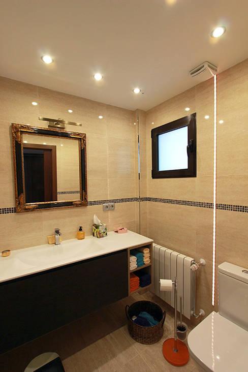 Salle de bains de style  par Novodeco