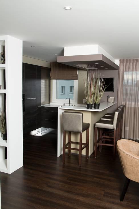 Création d'un appartement en copropriété: Cuisine de style  par CSInterieur