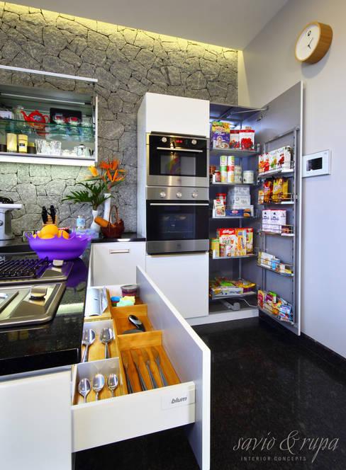 Savio and Rupa Interior Concepts が手掛けたキッチン