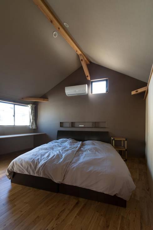 ห้องนอน by アトリエ・ブリコラージュ一級建築士事務所