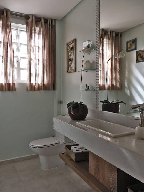 Reforma de Apartamento: Banheiros  por MBDesign Arquitetura & Interiores