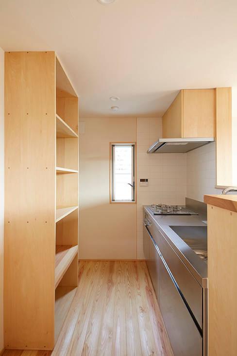 Cocinas de estilo  de 一級建築士事務所co-designstudio