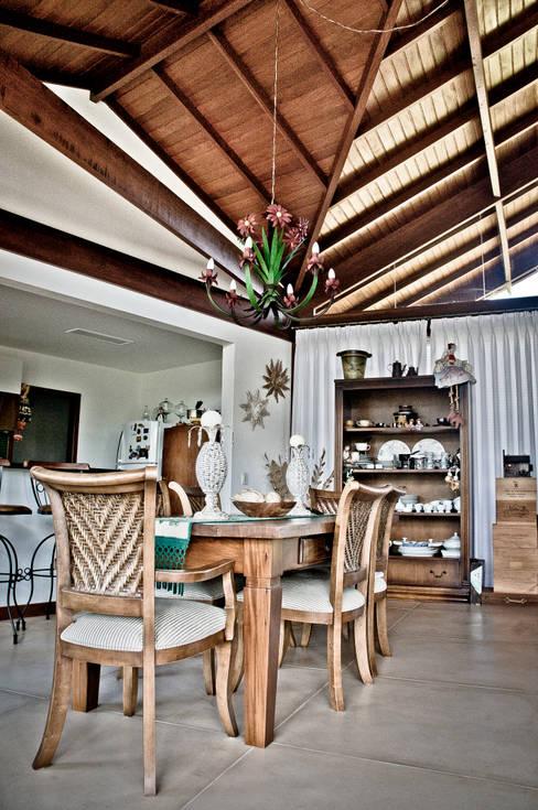 غرفة السفرة تنفيذ Carlos Eduardo de Lacerda Arquitetura e Planejamento