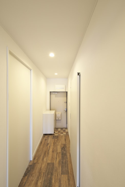 Corridor & hallway by FRCHIS,WORKS