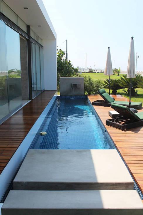 Projekty,  Basen zaprojektowane przez NIKOLAS BRICEÑO arquitecto