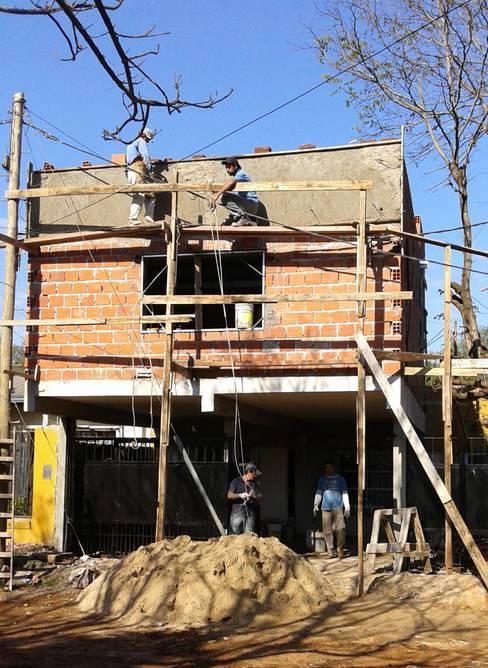 Rumah by GM Arquitectura&Construcción