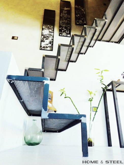 Ruang Keluarga by Home And Steel