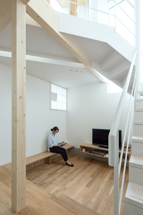 Woonkamer door 一級建築士事務所 Atelier Casa