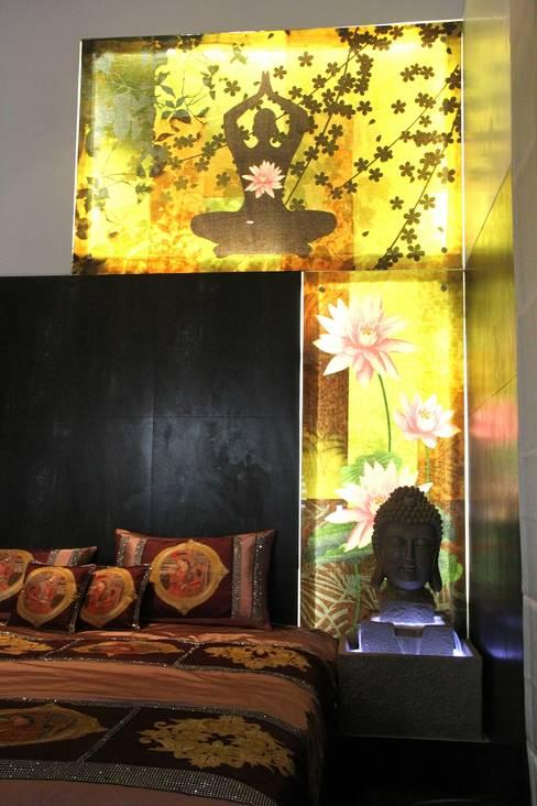 Dormitorios de estilo  de TRINITY DESIGN STUDIO