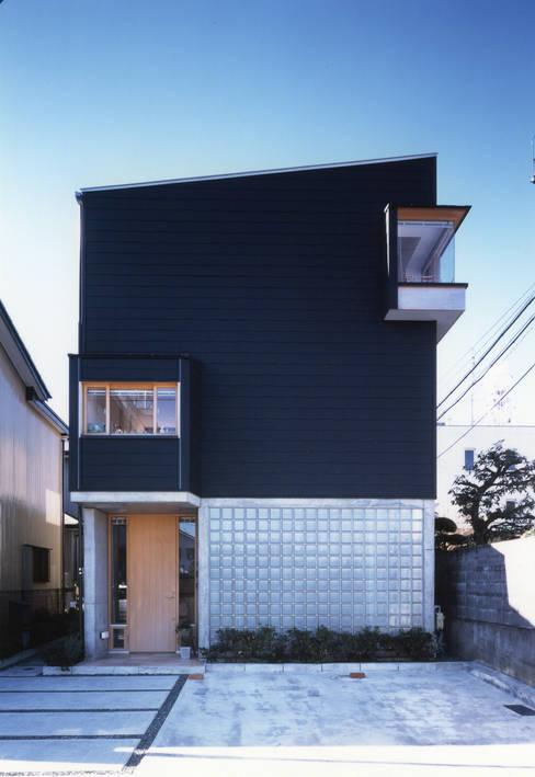 静岡の家 case001: 岩川卓也アトリエが手掛けた家です。