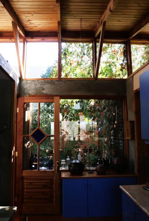 Jardín de Invierno: Jardines de invierno de estilo  por ALIWEN arquitectura & construcción sustentable - Santiago