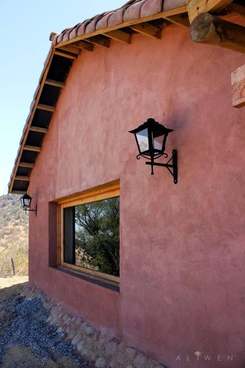 منزل عائلي صغير تنفيذ ALIWEN arquitectura & construcción sustentable - Santiago