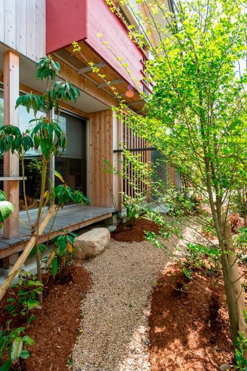 Jardines de estilo  por AMI ENVIRONMENT DESIGN/アミ環境デザイン