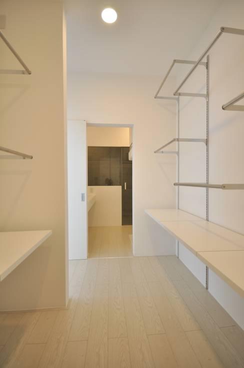 門一級建築士事務所:  tarz Giyinme Odası