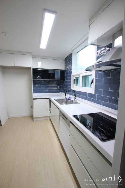 둔산동 한마루아파트 37평형: 더홈인테리어의  주방
