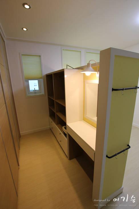 둔산동 한마루아파트 37평형: 더홈인테리어의  침실