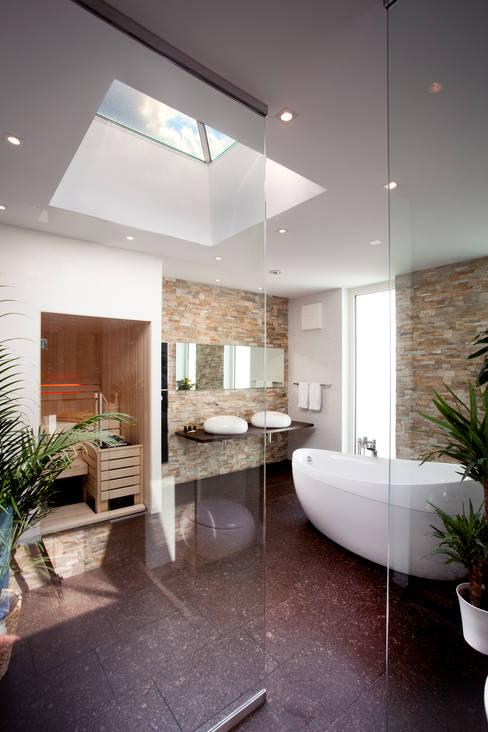 Bathroom by Klaus Geyer Elektrotechnik