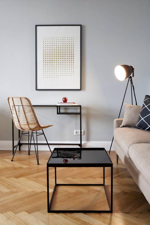 ห้องนั่งเล่น by Studio Uwe Gaertner Interior Design & Photography