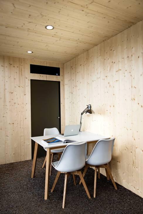 Garage/shed by Hiloft