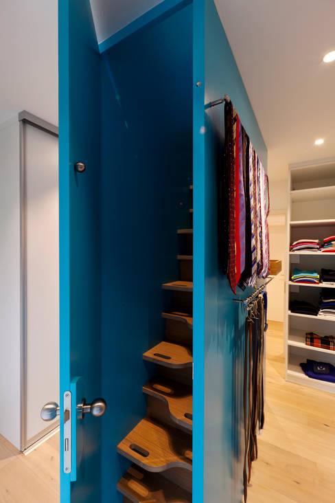 Ruang Ganti by Kitzig Interior Design GmbH