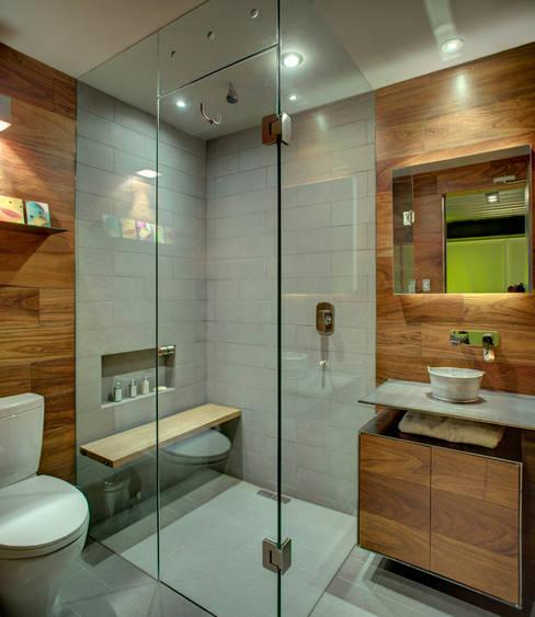 Projekty,  Łazienka zaprojektowane przez RIMA Arquitectura