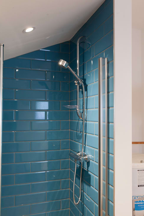 Bathroom by Hampshire Design Consultancy Ltd.